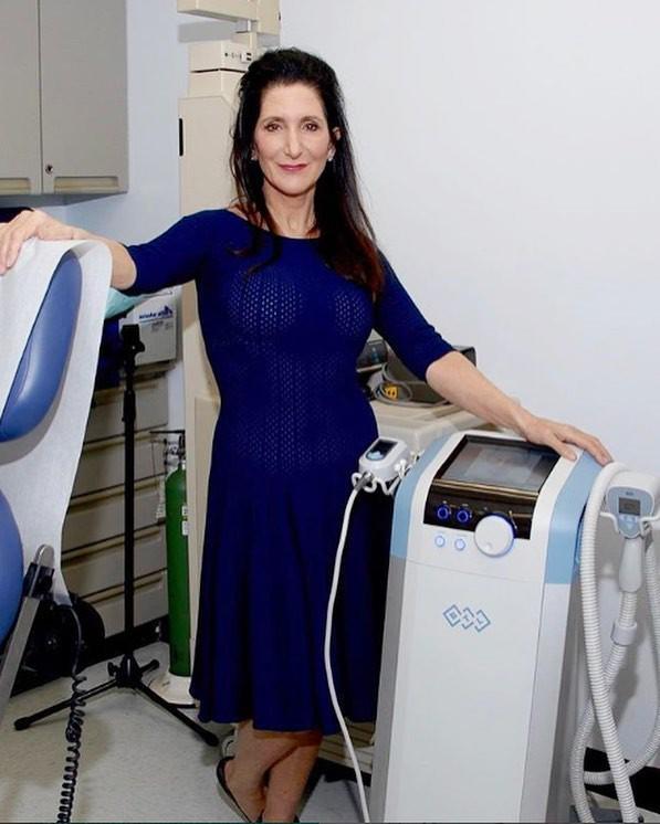 Đã 43 tuổi mà vẫn sở hữu làn da đẹp, hóa ra Angelina Jolie chỉ nhờ cậy đến những bí kíp này-2