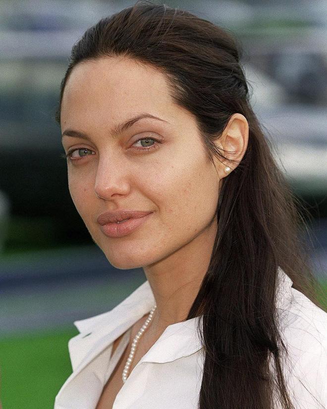 Đã 43 tuổi mà vẫn sở hữu làn da đẹp, hóa ra Angelina Jolie chỉ nhờ cậy đến những bí kíp này-4