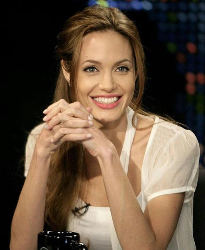 Đã 43 tuổi mà vẫn sở hữu làn da đẹp, hóa ra Angelina Jolie chỉ nhờ cậy đến những bí kíp này-3