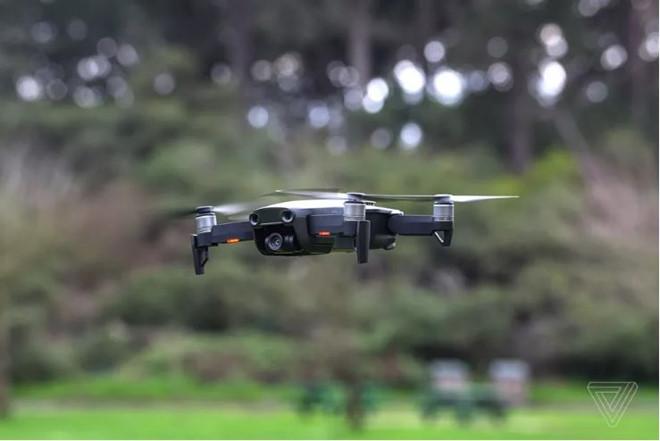 Tội phạm dùng cả dàn drone tấn công nhân viên FBI-1