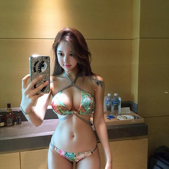Chụp áo tắm, nội y qua gương, người đẹp châu Á gợi cảm gấp đôi-7