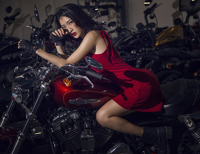 Siêu mẫu tạo hình bên môtô đốn tim phái mạnh-5