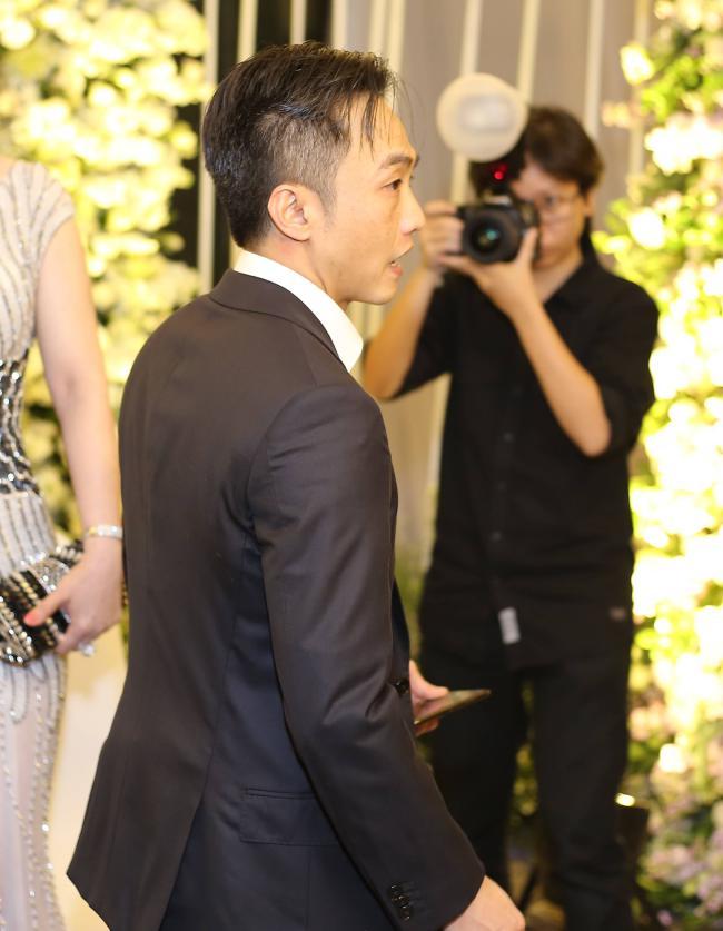 Cường Đô la công khai hôn Đàm Thu Trang trước trăm ánh mắt-4