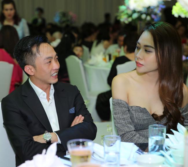 Cường Đô la công khai hôn Đàm Thu Trang trước trăm ánh mắt-5