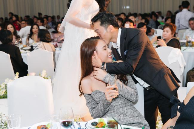 Cường Đô la công khai hôn Đàm Thu Trang trước trăm ánh mắt-6