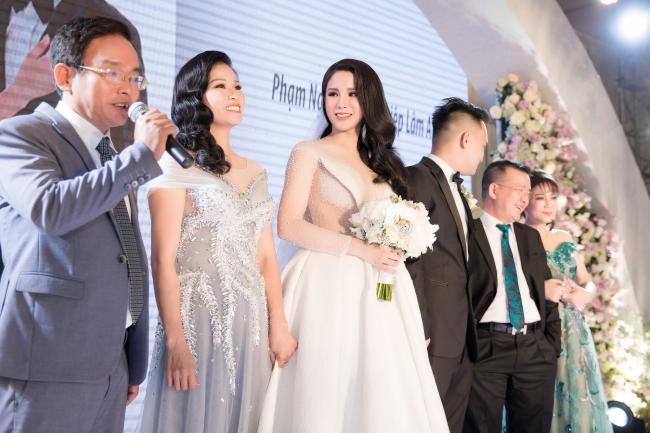 Cường Đô la công khai hôn Đàm Thu Trang trước trăm ánh mắt-22