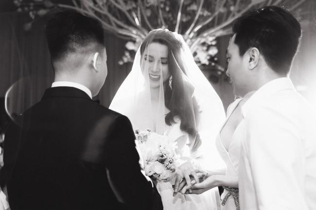Cường Đô la công khai hôn Đàm Thu Trang trước trăm ánh mắt-14