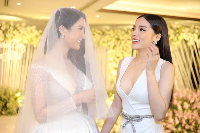 Cường Đô la công khai hôn Đàm Thu Trang trước trăm ánh mắt-10