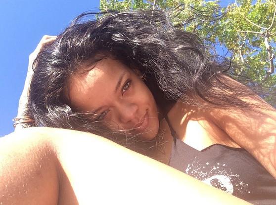 Nhiều cô nàng quyết không cạo lông chân nữa chỉ vì bức ảnh này của Rihanna-2