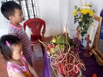 Ánh mắt ngây thơ của 2 đứa trẻ trước di ảnh người mẹ vừa mất vì ung thư, bố mắc bệnh hiểm nghèo
