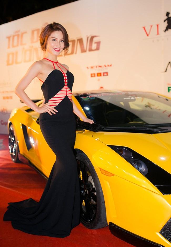 Loạt người đẹp làng giải trí Việt gợi cảm bên siêu xe: Ai hot nhất?-1