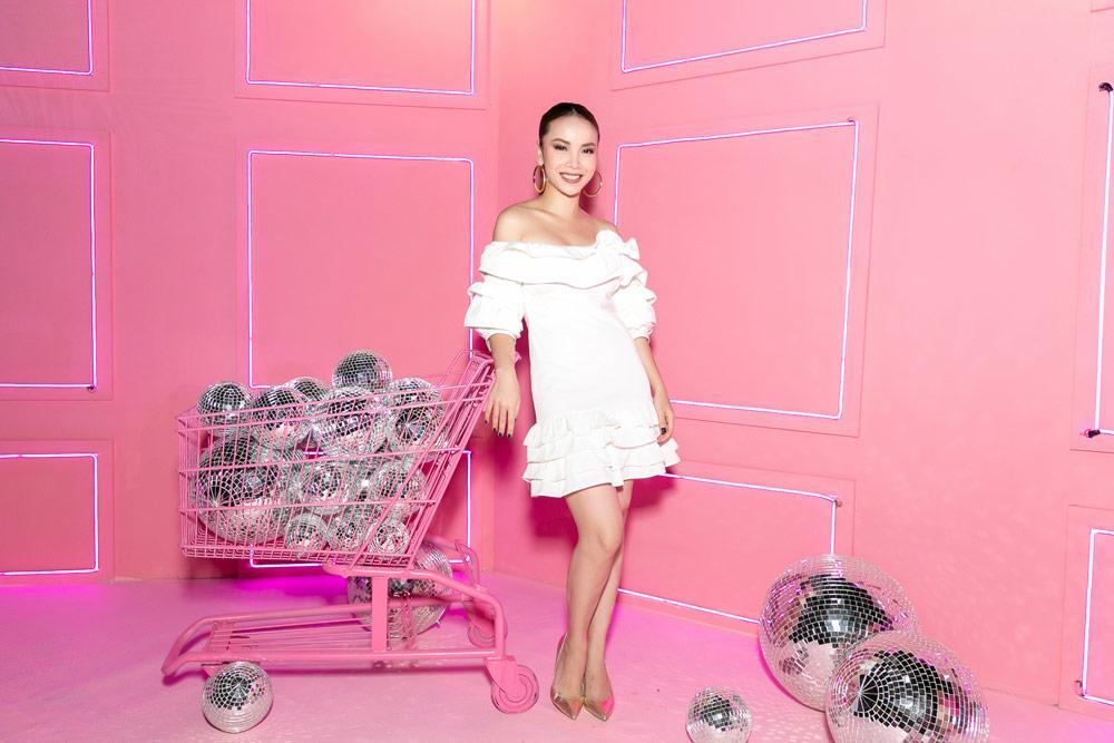 Hồ Ngọc Hà diện áo ngủ đính kết quyến rũ sánh đôi bên Kim Lý-7