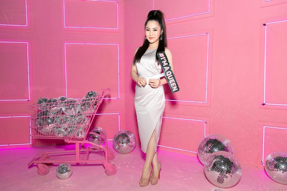 Hồ Ngọc Hà diện áo ngủ đính kết quyến rũ sánh đôi bên Kim Lý-8