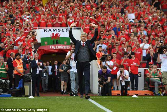 HLV Arsene Wenger nghẹn ngào phát biểu chia tay Arsenal-1