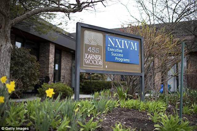 Bác sĩ giáo phái tình dục NXIVM thực hiện thí nghiệm ghê rợn và bệnh hoạn với phụ nữ-2