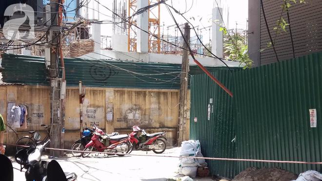 Ngồi uống trà đá ở Thái Hà, hai thanh niên bị thang vận rơi trúng-2