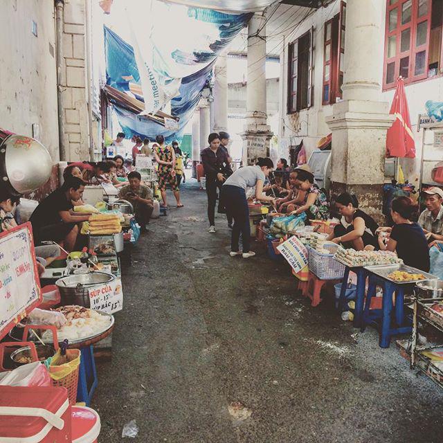 Lạc lối trong 3 con hẻm ăn vặt ngon-bổ-rẻ không thể bỏ lỡ khi du lịch Sài Gòn-1
