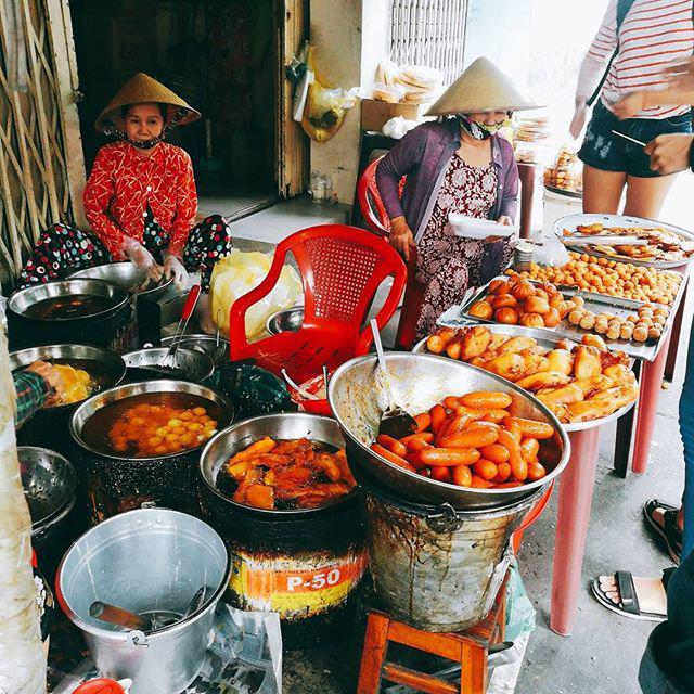 Lạc lối trong 3 con hẻm ăn vặt ngon-bổ-rẻ không thể bỏ lỡ khi du lịch Sài Gòn-9