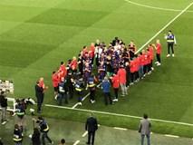 Real không xếp hàng chào tân vương, Barca gọi nhân viên ra thay thế