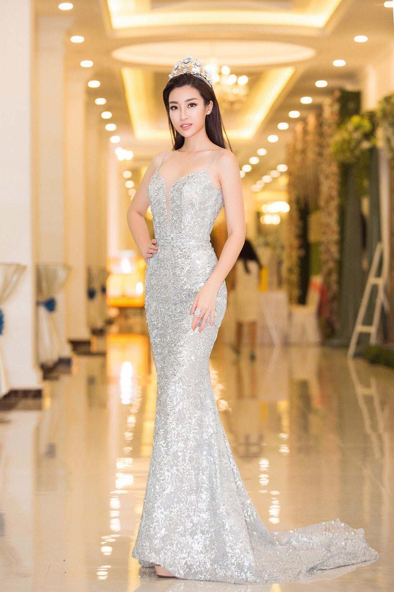 Cuộc chạm trán váy dạ hội mới nhất thuộc về 2 Hoa hậu đình đám, Mỹ Linh và Hương Giang-7