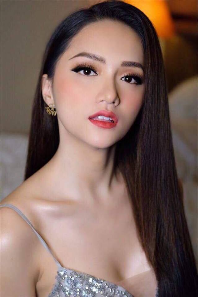 Cuộc chạm trán váy dạ hội mới nhất thuộc về 2 Hoa hậu đình đám, Mỹ Linh và Hương Giang-2