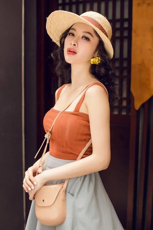 Học sao Việt cách chọn và kết hợp mũ cói sao cho thật duyên dáng khi diện cùng trang phục hè-12