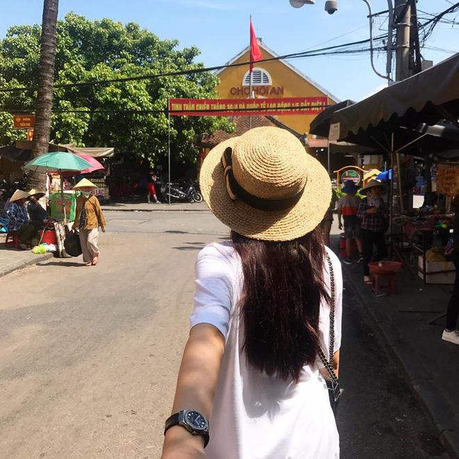 Học sao Việt cách chọn và kết hợp mũ cói sao cho thật duyên dáng khi diện cùng trang phục hè-6