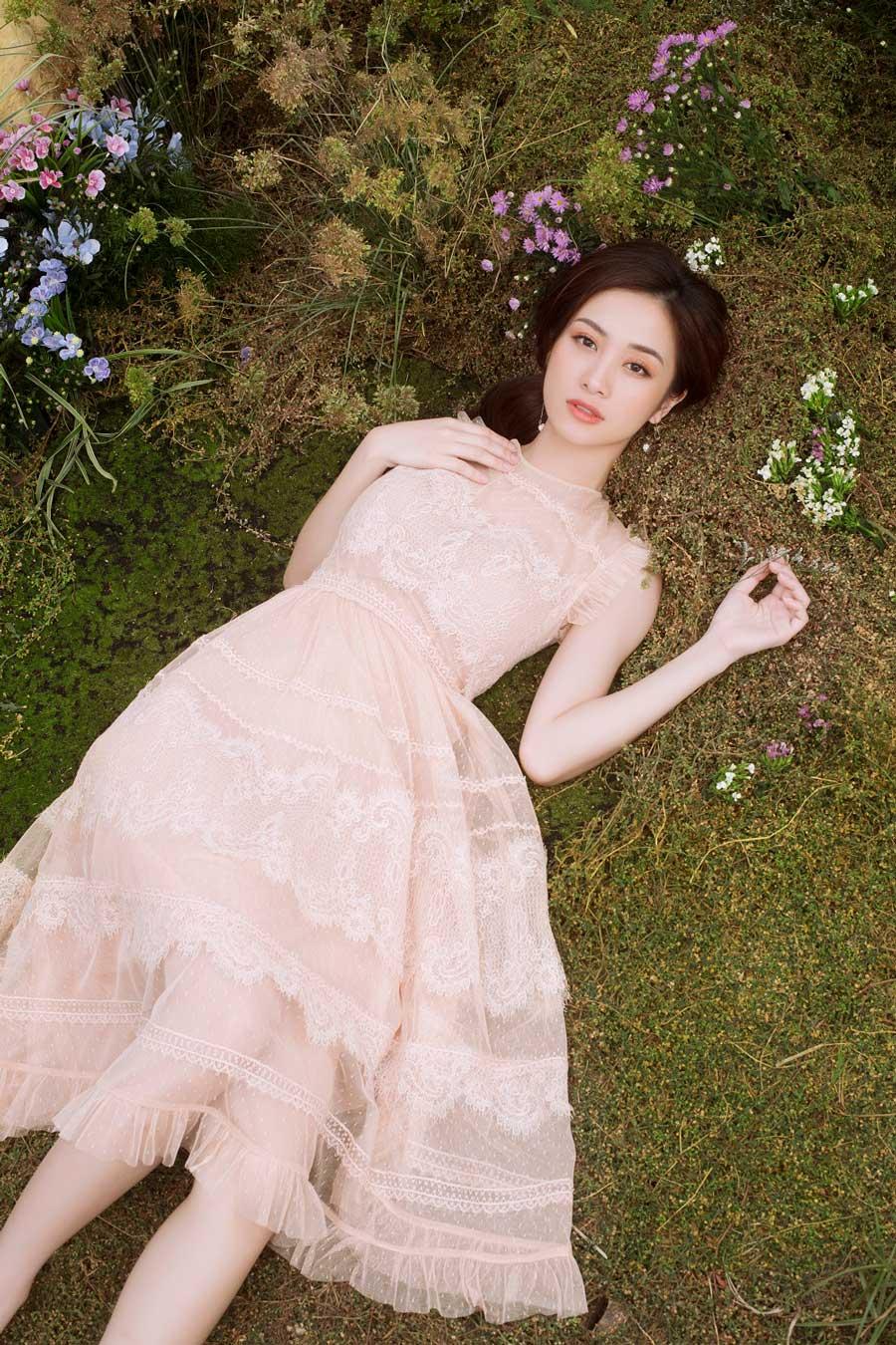 Vẻ đẹp mong manh khó rời mắt của Jun Vũ-2