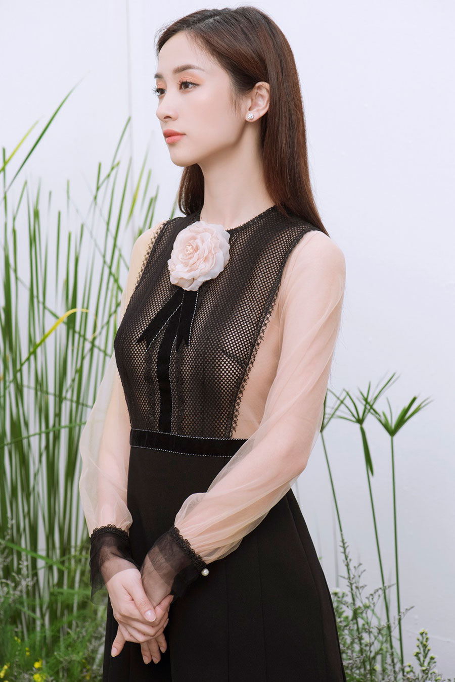Vẻ đẹp mong manh khó rời mắt của Jun Vũ-10