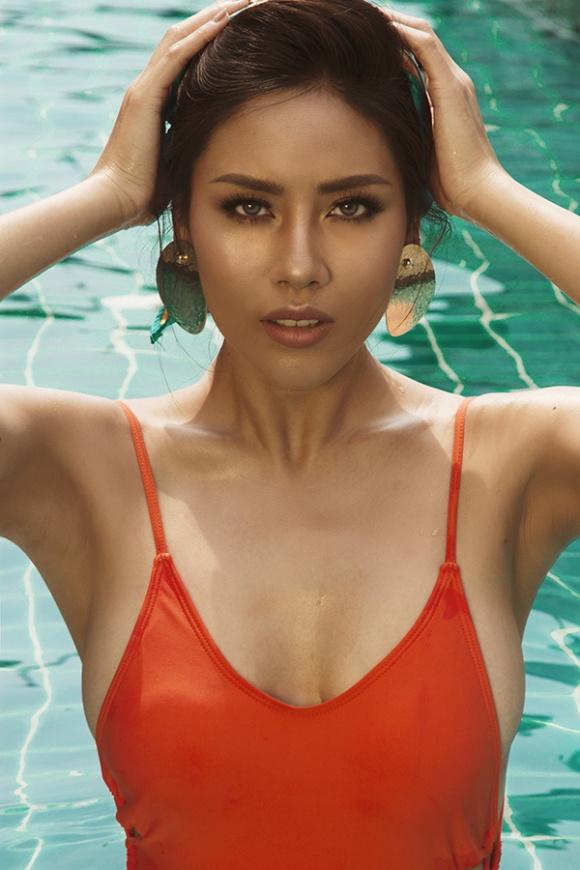Á hậu Nguyễn Loan đầy nóng bỏng với bikini chào hè 2018-2