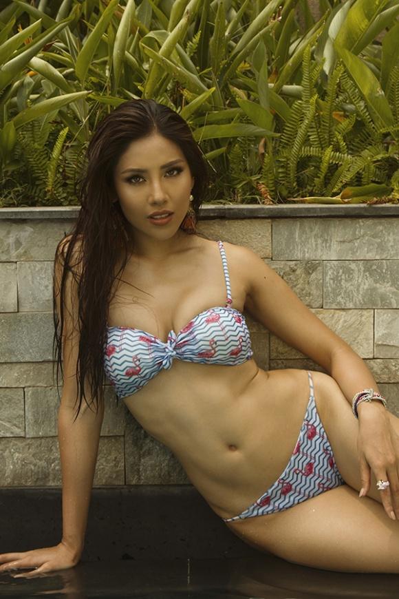 Á hậu Nguyễn Loan đầy nóng bỏng với bikini chào hè 2018-8