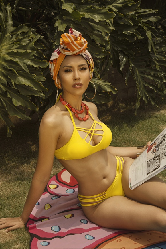 Á hậu Nguyễn Loan đầy nóng bỏng với bikini chào hè 2018-12