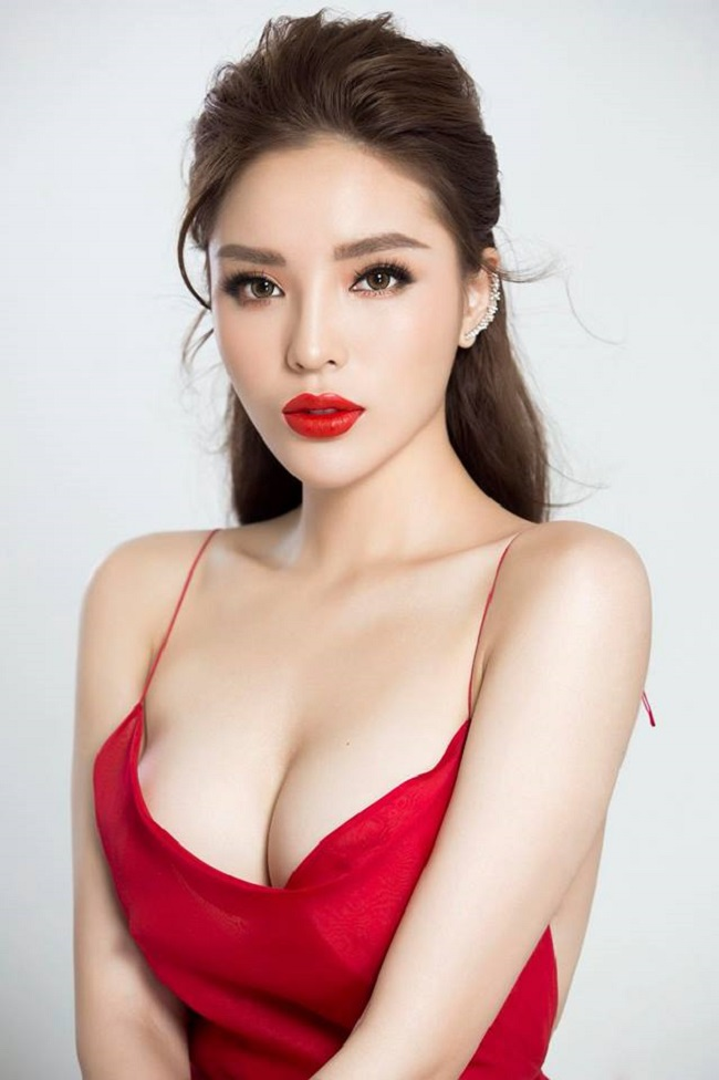 Kỳ Duyên sắp soán ngôi hoa hậu gợi cảm nhất của Mai Phương Thúy?-8