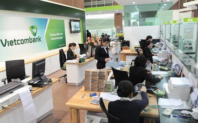 Sau SMS banking và Mobile Banking, Vietcombank lại tăng phí rút tiền qua ATM-1