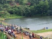 Cứu bạn trượt chân xuống hồ, 4 học sinh THCS tử vong