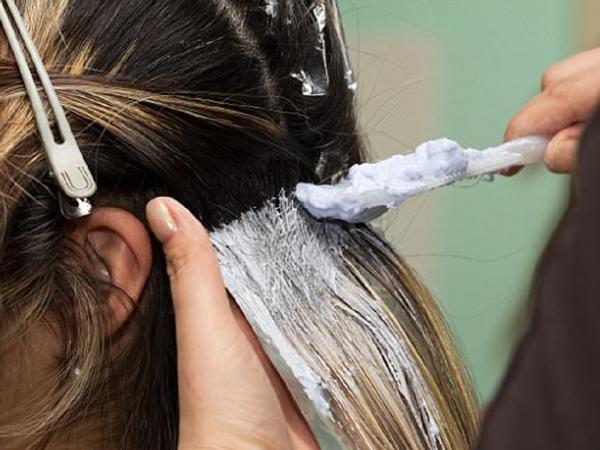 Cô giáo tử vong do nhuộm tóc, chuyên gia cảnh báo 5 người phải tránh xa mốt làm đẹp này-4