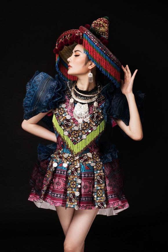 Diệu Linh chọn trang phục H'Mông thể hiện tại Nữ hoàng Du lịch Quốc tế 2018-10