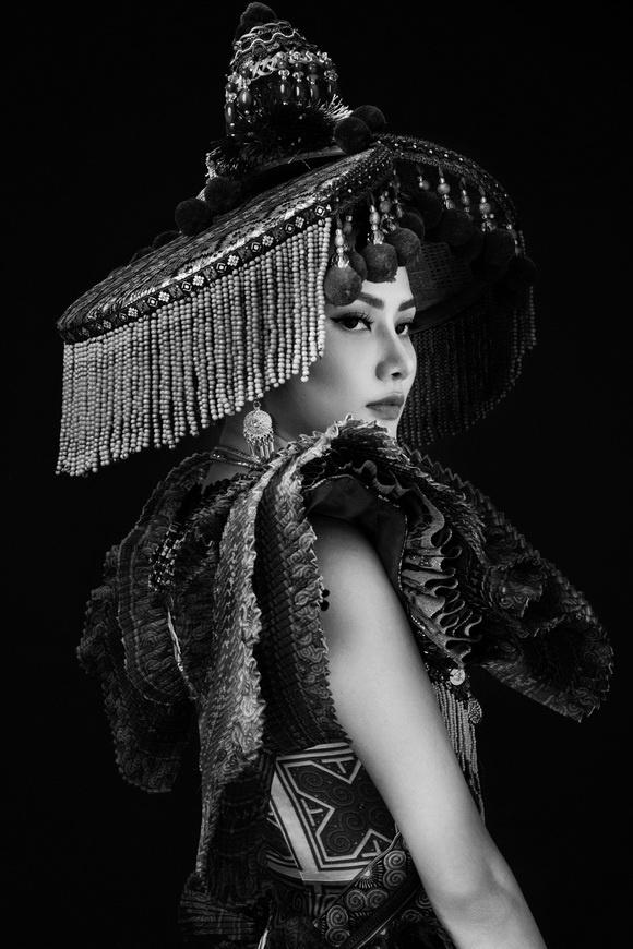 Diệu Linh chọn trang phục H'Mông thể hiện tại Nữ hoàng Du lịch Quốc tế 2018-3