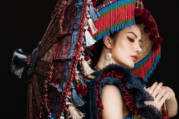 Diệu Linh chọn trang phục H'Mông thể hiện tại Nữ hoàng Du lịch Quốc tế 2018-1