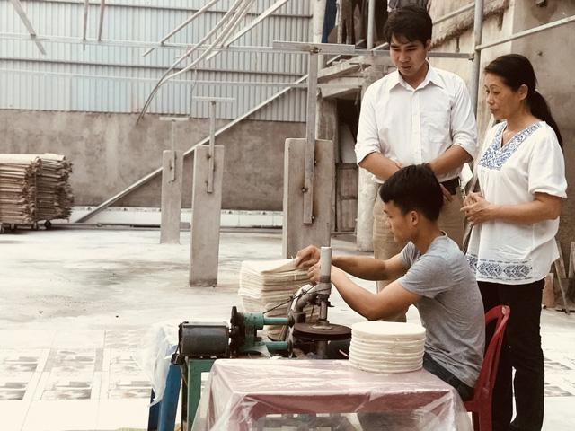 Lấy tiền cưới vợ xây xưởng, 8x trẻ quyết đưa bánh đa nem xuất khẩu-5