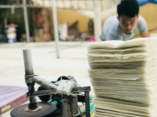 Lấy tiền cưới vợ xây xưởng, 8x trẻ quyết đưa bánh đa nem xuất khẩu-8