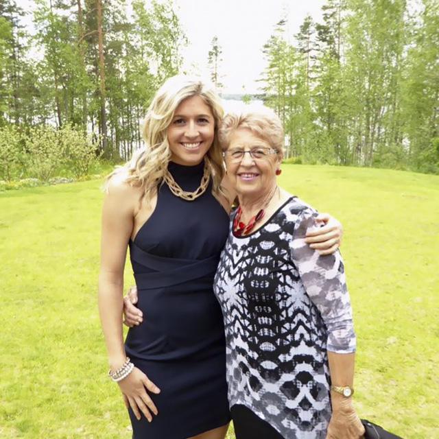 Qua đời vì ung thư, cô gái 27 tuổi để lại tâm thư gây bão MXH: Hãy bỏ điện thoại xuống-3