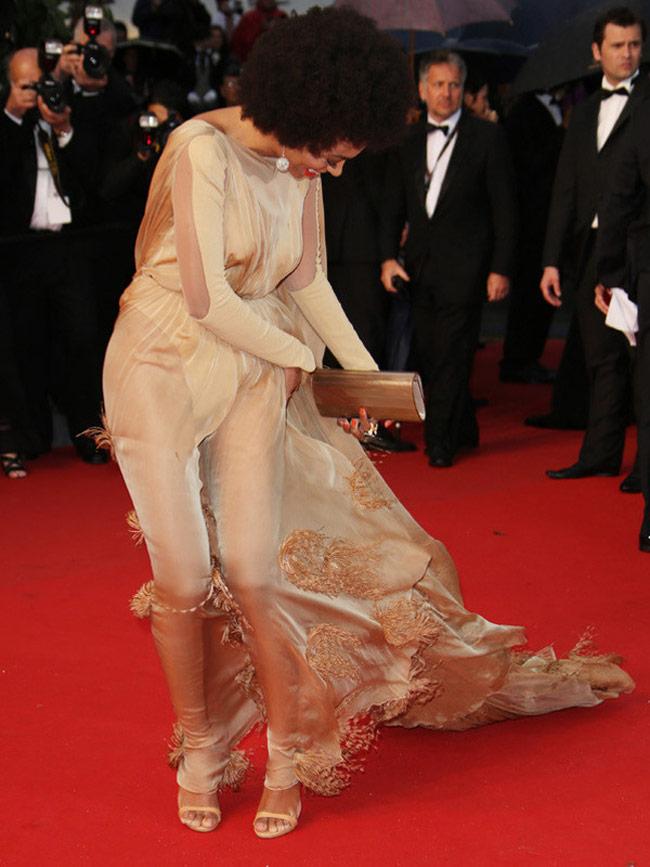 Những ngọn gió hư hỏng ở Cannes: Cơn ác mộng váy áo với sao nữ-16