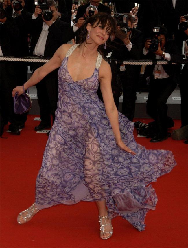 Những ngọn gió hư hỏng ở Cannes: Cơn ác mộng váy áo với sao nữ-19