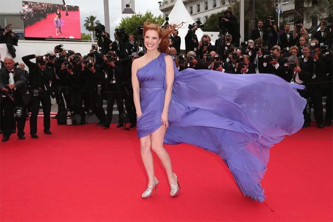 Những ngọn gió hư hỏng ở Cannes: Cơn ác mộng váy áo với sao nữ-4