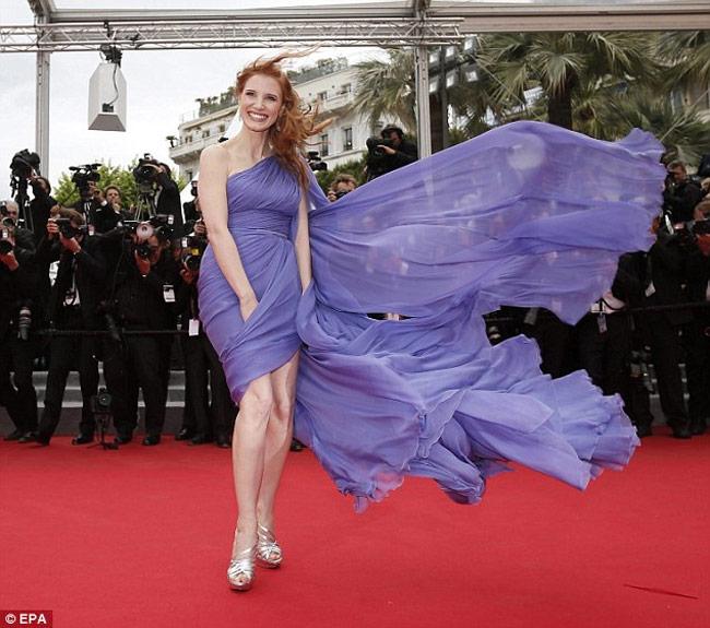 Những ngọn gió hư hỏng ở Cannes: Cơn ác mộng váy áo với sao nữ-3