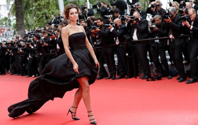 Những ngọn gió hư hỏng ở Cannes: Cơn ác mộng váy áo với sao nữ-5
