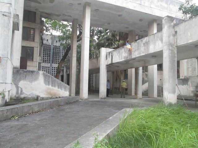 """Cận cảnh ngôi nhà ma"""" số 300 Kim Mã sau gần 30 năm bỏ hoang-1"""