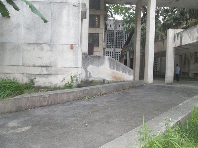 """Cận cảnh ngôi nhà ma"""" số 300 Kim Mã sau gần 30 năm bỏ hoang-2"""