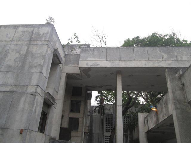 """Cận cảnh ngôi nhà ma"""" số 300 Kim Mã sau gần 30 năm bỏ hoang-5"""